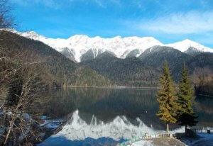Абхазия зимой зимний отдых в Абхазии. Праздники, каникулы, Рождество. Экскурсии на озеро Рица.