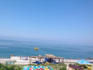 Абхазия отдых на море частный сектор в Гаграх пляж перед домом