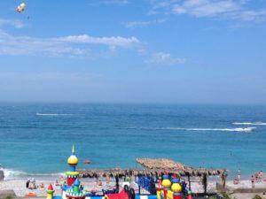 Отдых в Абхазии море в Гаграх гостевой дом на берегу на пляже