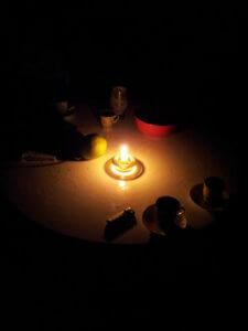 Абхазия Гагра вечер при свечах в гостевом доме на берегу моря