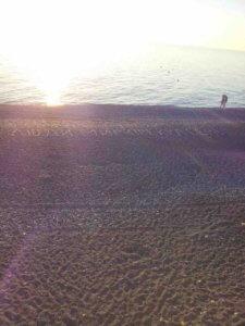 Абхазия отдых в Гаграх частный сектор на берегу моря дом на пляже.