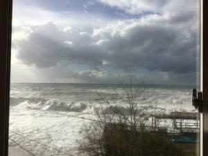 Гагра море волны