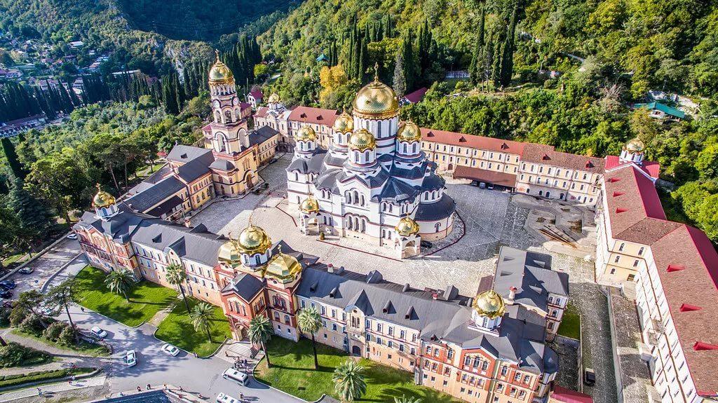 Абхазия частный сектор отдых в Новом Афоне, новоафонский монастырь.