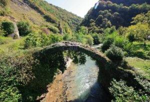 Абхазия частный сектор отдых у моря без посредников, жилье эконом, низкие цены. Беслетский мост в окресностях Сухума.