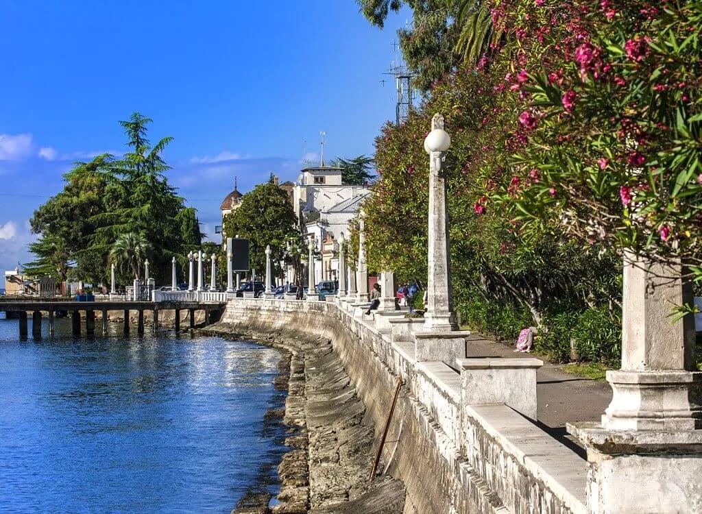 Абхазия частный сектор жилье недорого, отдых на берегу моря без посредников. набережная Сухума.