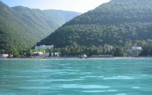 Отдых в Абхазии на берегу моря в Гаграх